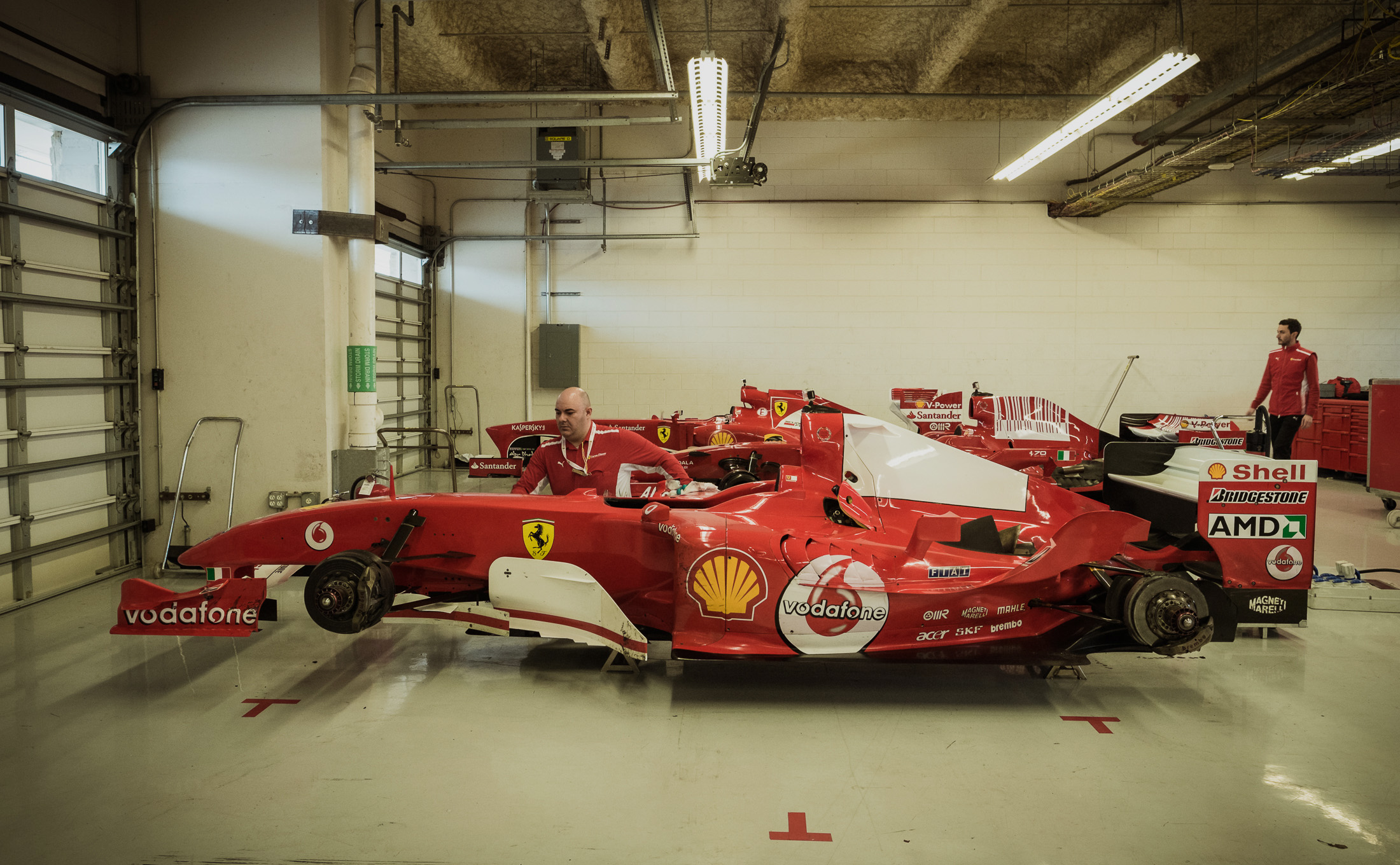 inside the ferrari f1 clienti garage � autoristaphoto
